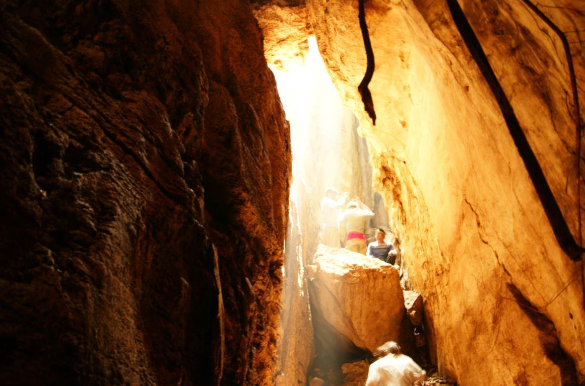 http://tamandua.com.mx/wp-content/uploads/2017/05/En-el-punto-m%C3%A1s-rec%C3%B3ndito-de-la-cueva-estar%C3%A1s-flanqueado-por-paredes-de-roca-caliza-que-se-alzan-30-metros..jpg?id=1070
